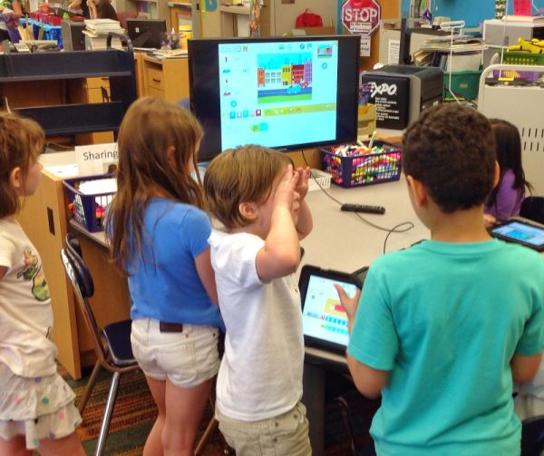 Children using Scratch in a Maker Space at a Public Library